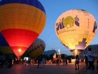 Вечернее свечение воздушных шаров на Михайловской площади