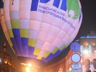 Воздушный шар Pilot на Майдане. подсветка воздушного шара, ночное свечение шара