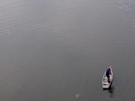 над озером на воздушном шаре