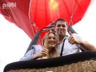Полет словно в сказке на алом шаре Love Story - признание в любви в воздухе