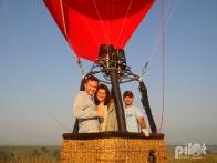 """Андрей Данилевич ведущий программы """"Касается каждого"""" на воздушном шаре."""
