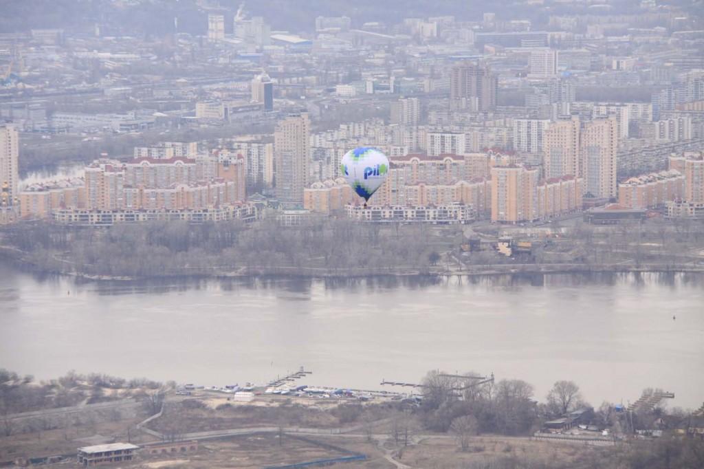 Полет на воздушном шаре весной. Любуясь видами Оболони и Днепра.