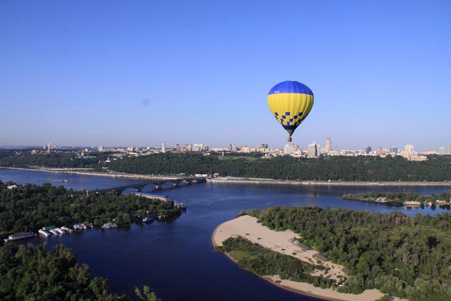 Полет на воздушном шаре над Киевом летом