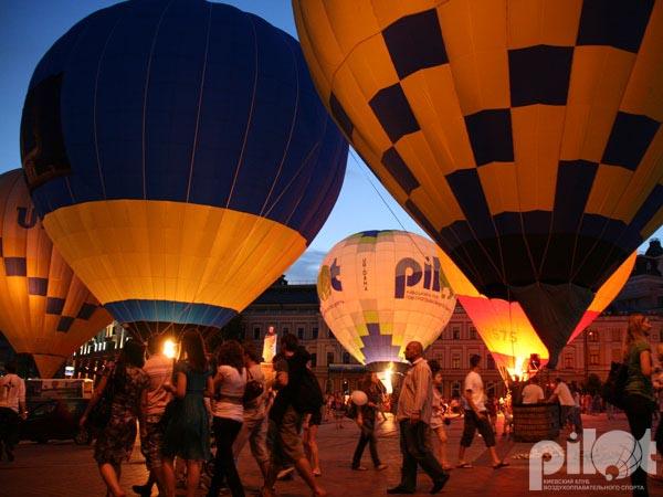 Световое шоу воздушных шаров на Михайловской площади